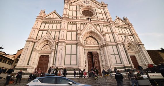 Falling Stone Fragment In Famous Florence Church Kills Tourist